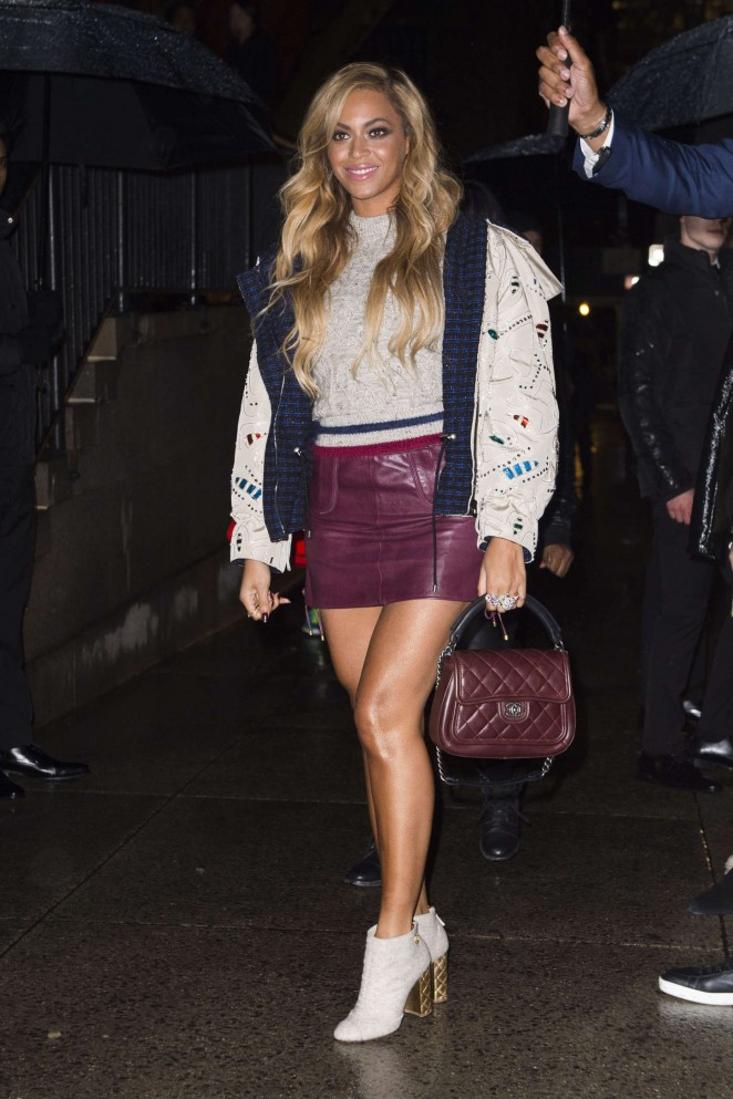 Beyonce-in-Leather-Mini-Skirt-03-662×993