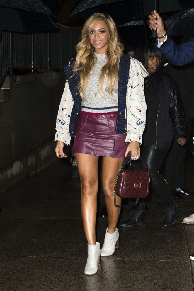 Beyonce-in-Chanel-at-the-CHANEL-Paris-Salzburg-2014-15-Metiers-d-Art-Collection-show