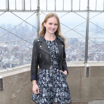 Britt-Robertson-Visiting-the-Empire-State-Building-20-662×993