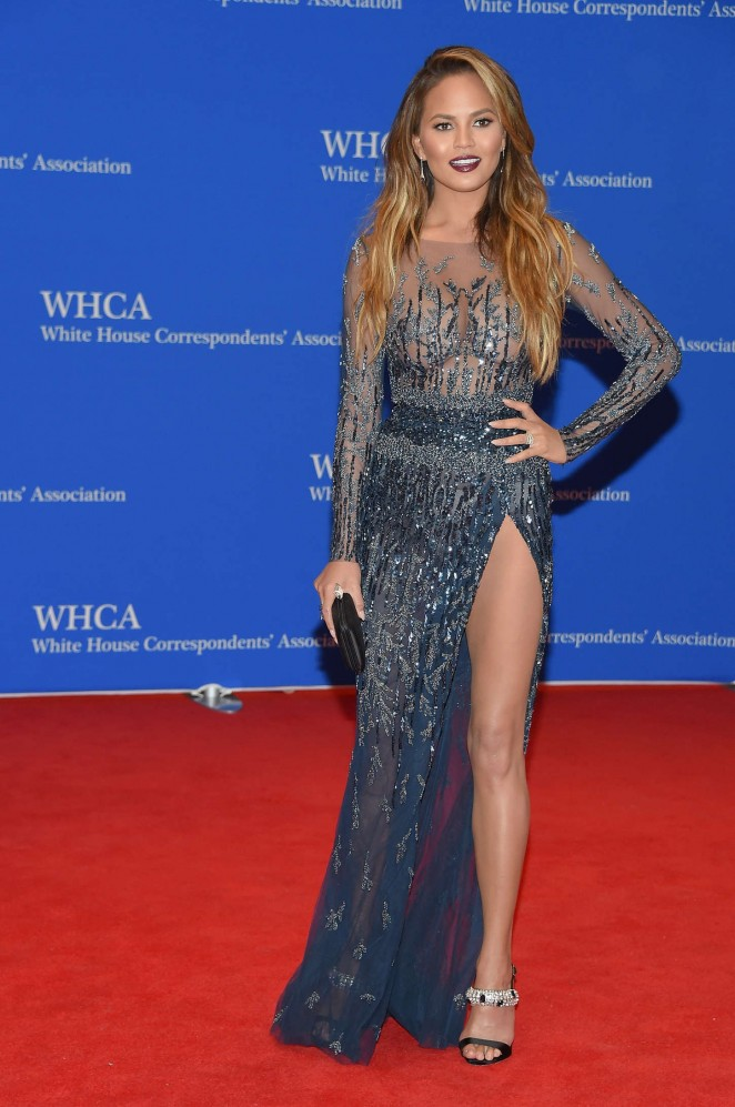 Chrissy-Teigen-2015-White-House-Correspondents-Association-Dinner-04-662×997