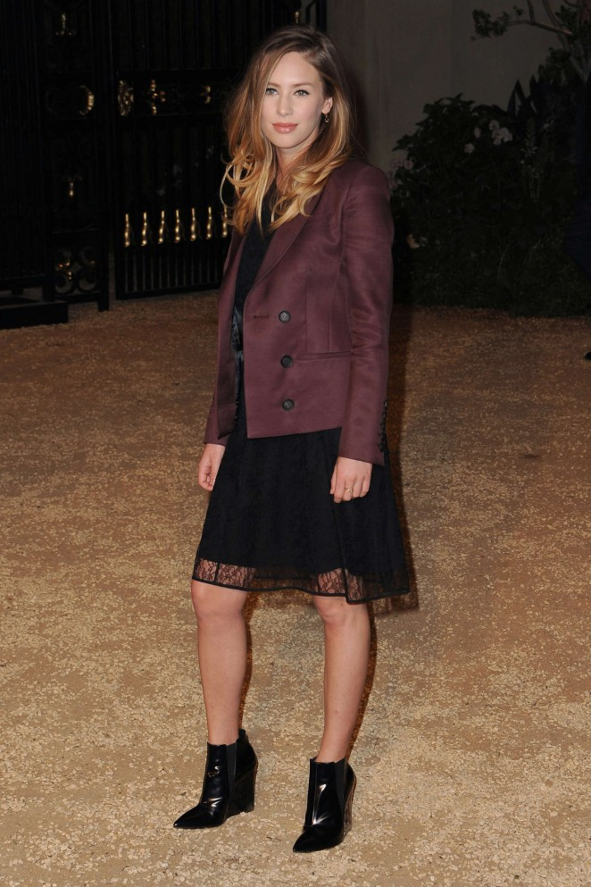 Dylan-Penn--Burberry-London-in-Los-Angeles-Event--04-662x993