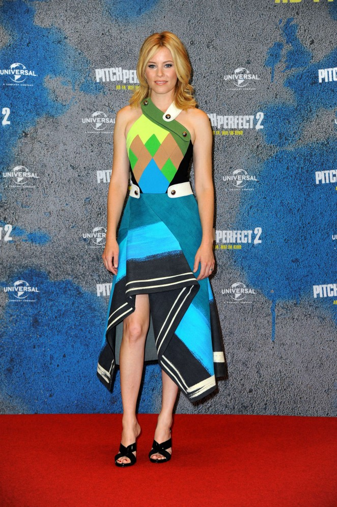 Elizabeth-Banksin-Peter Pilotto -Pitch-Perfect-2-Photocall-