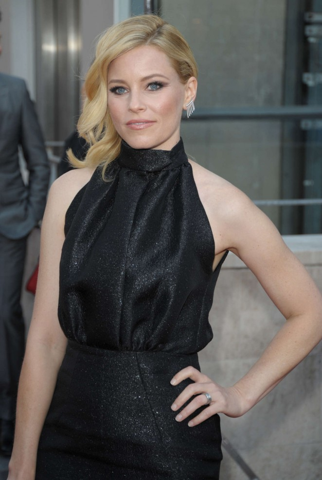 elizabeth-banks-in-emilia-wickstead-pitch-perfect-2-paris-premiere