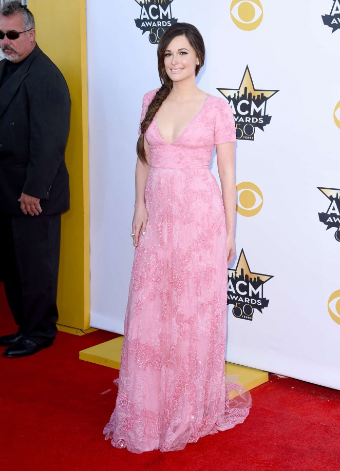 kacey-musgraves-in-monique-lhuillier-2015-acm-awards/