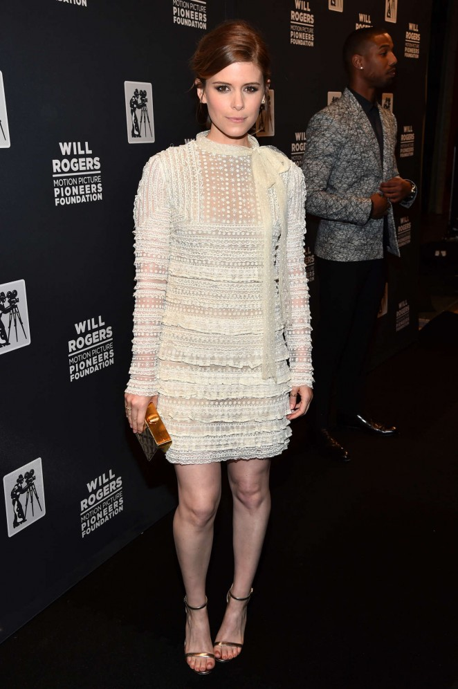 kate-mara-in-valentino-2015-will-rogers-pioneer-of-the-year-dinner