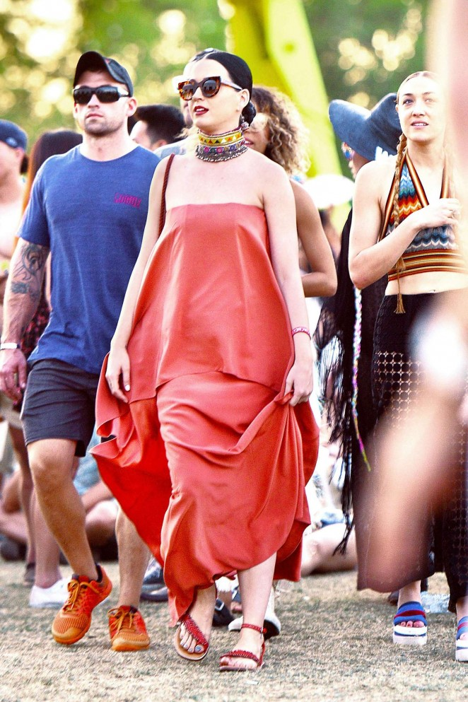 Katy-Perry--Coachella-Music-Festival-2015--03-662x993