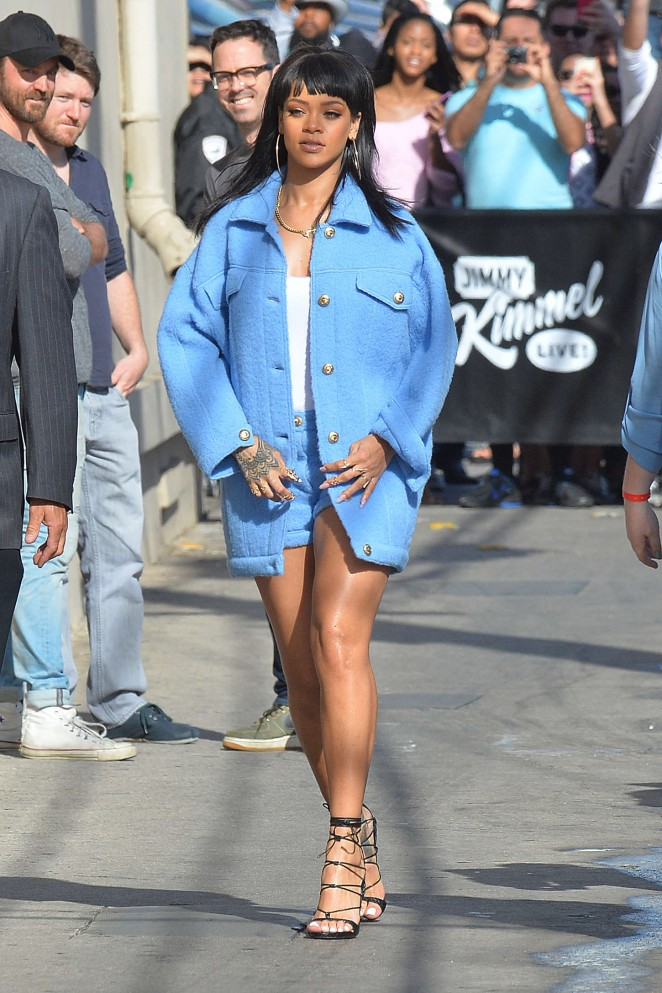 Rihanna-Leggy-at-Jimmy-Kimmel-Live-01-662×993