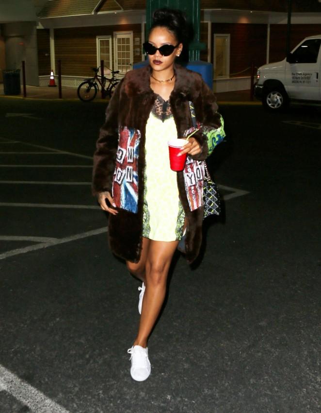Rihanna-in-Mini-Dress-11-662×850