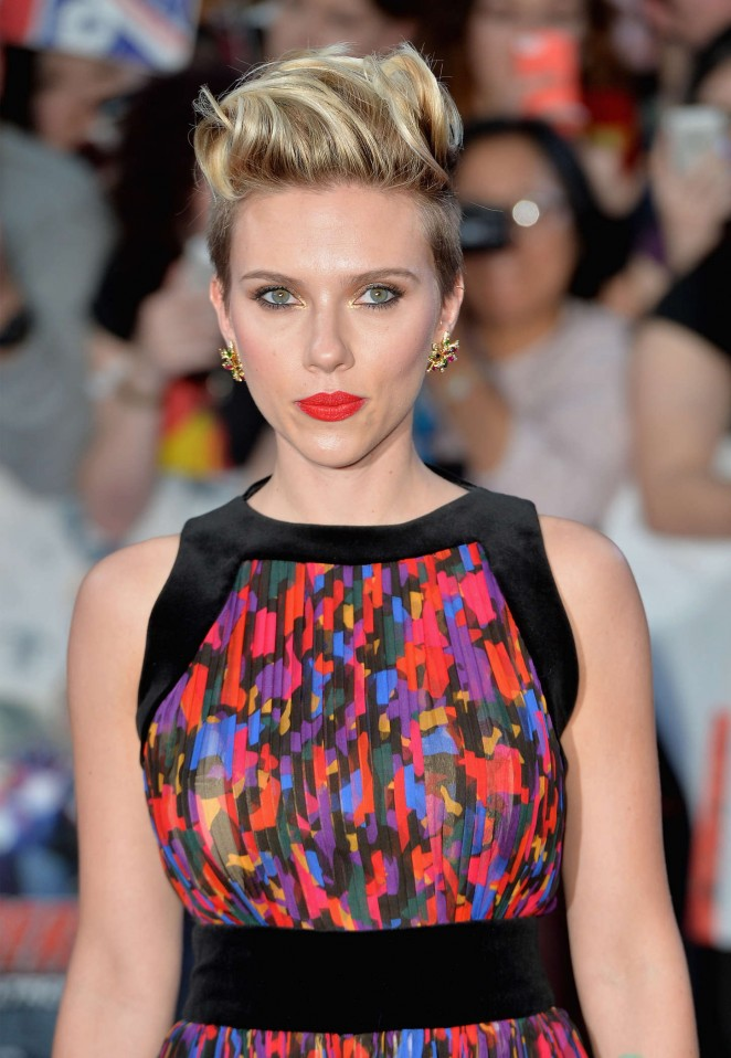 scarlett-johansson-in-balmain-the-avengers-age-of-ultron-london-premiere