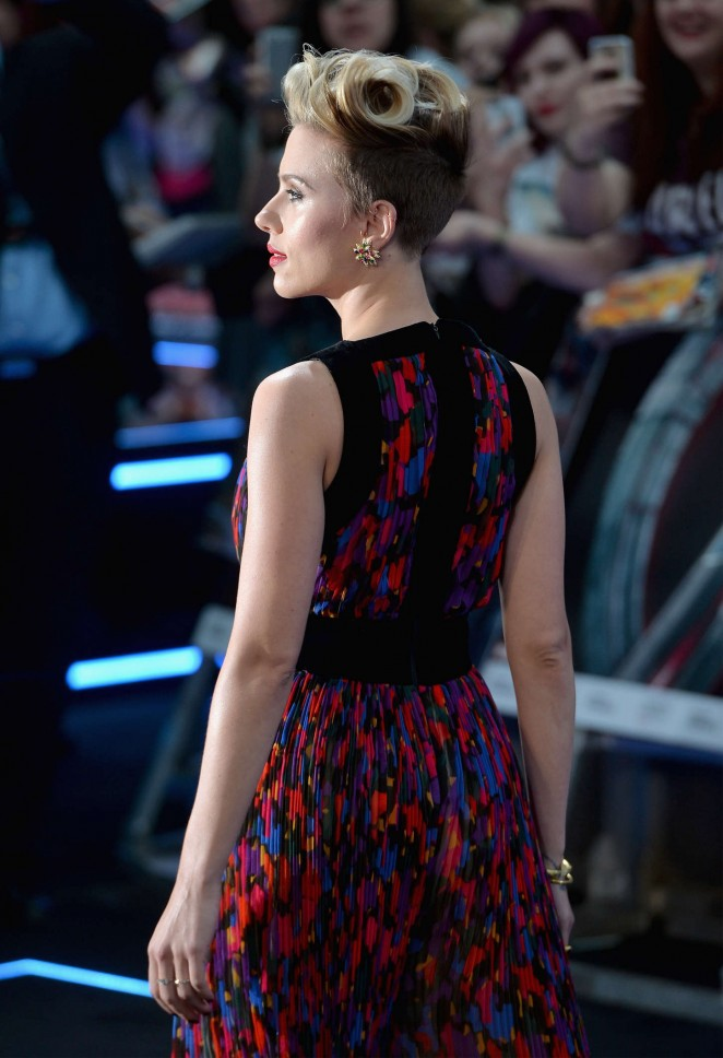 Scarlett Johansson In Balmain – 'The Avengers: Age Of Ultron' London Premiere