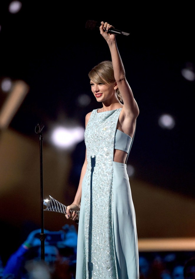 Taylor-Swift-2015-Academy-Of-Country-Music-Awards-13-662×949