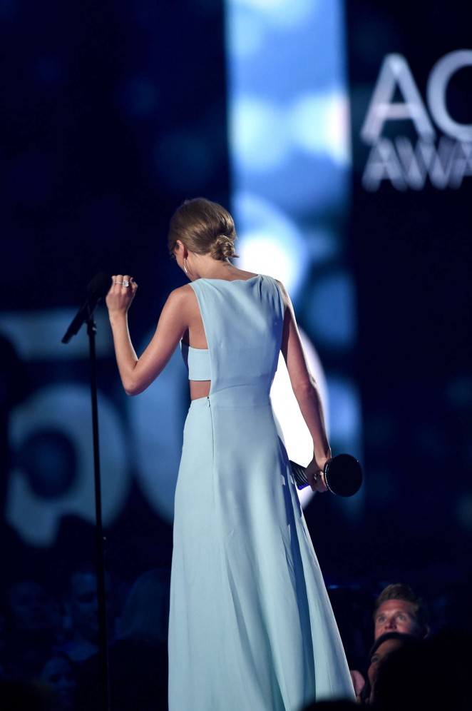 taylor-swift-in-reem-acra-2015-acm-award