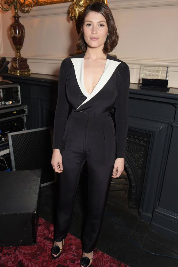 The-actress-wowed-in-a-plunging-monochrome-jumpsuit-280150
