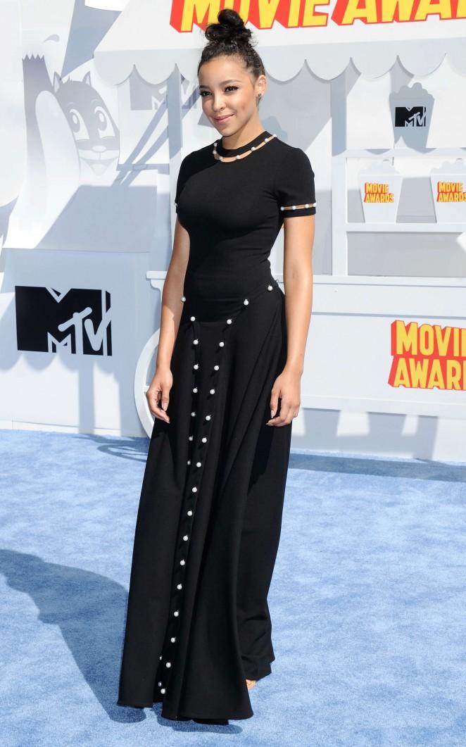 Tinashe-2015-MTV-Movie-Awards-01-662×1061