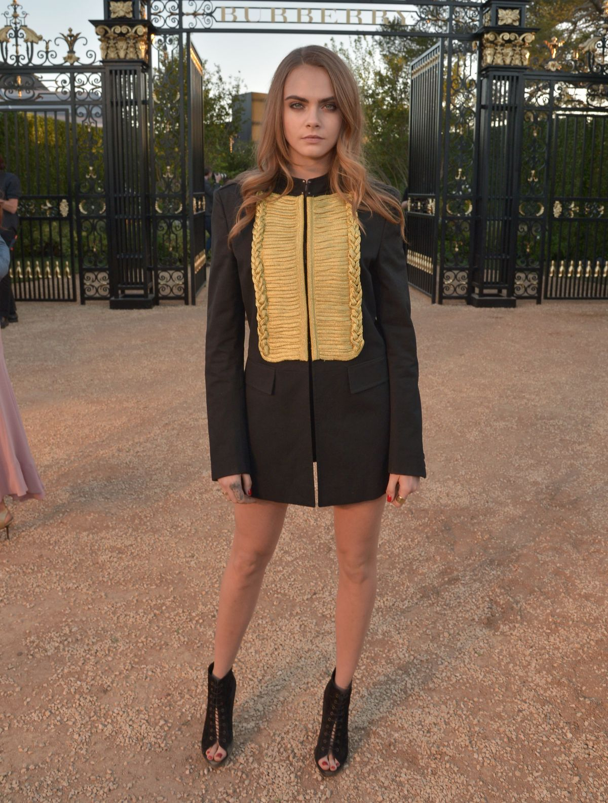 cara-delevingne-at-burberry-london-in-los-angeles-event-in-los-angeles_4