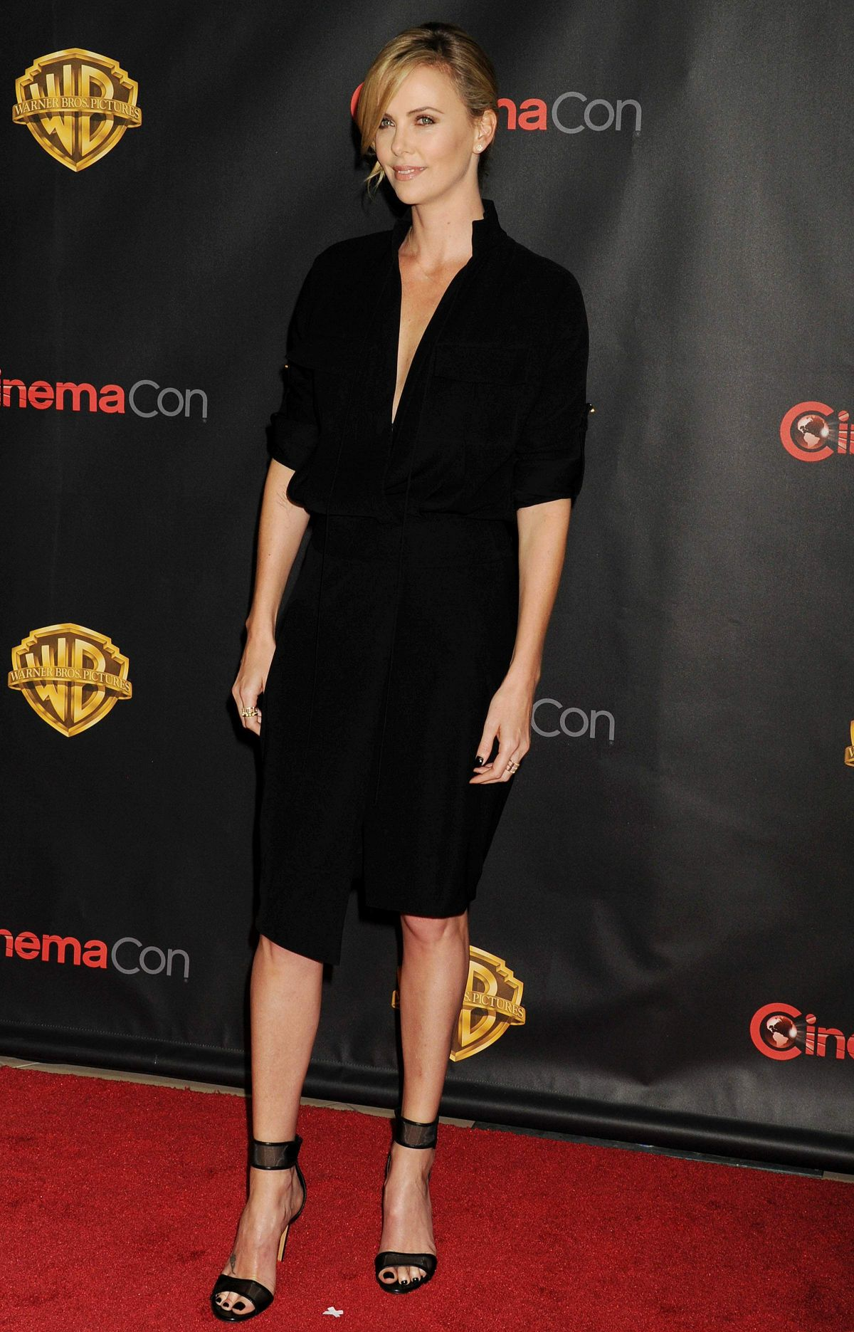 charlize-theron-in-alexandre-vauthier-warner-bros-presents-the-big-picture/