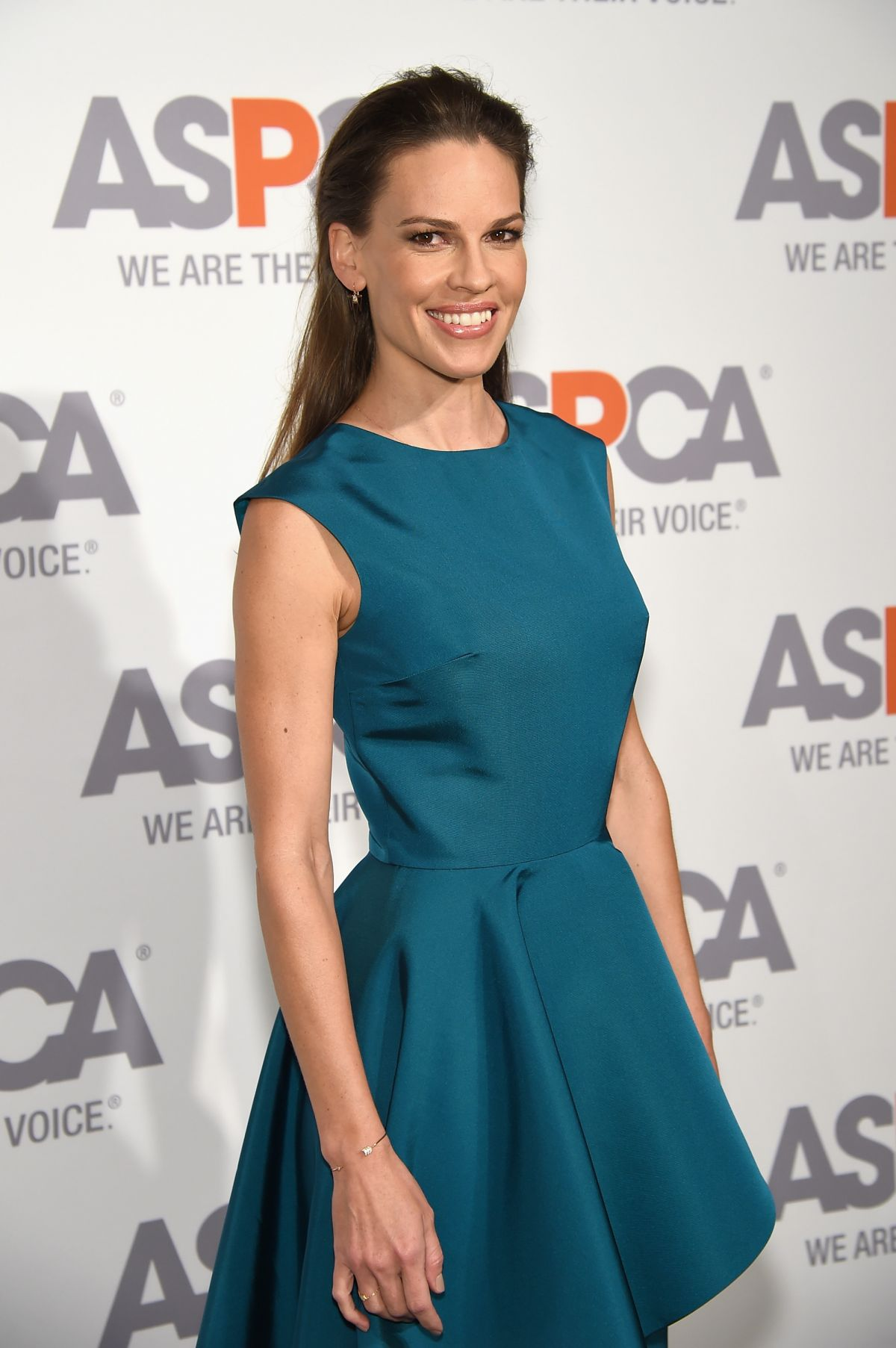 hilary-swank-at-aspca-hosts-18th-annual-bergh-ball-in-new-york_5