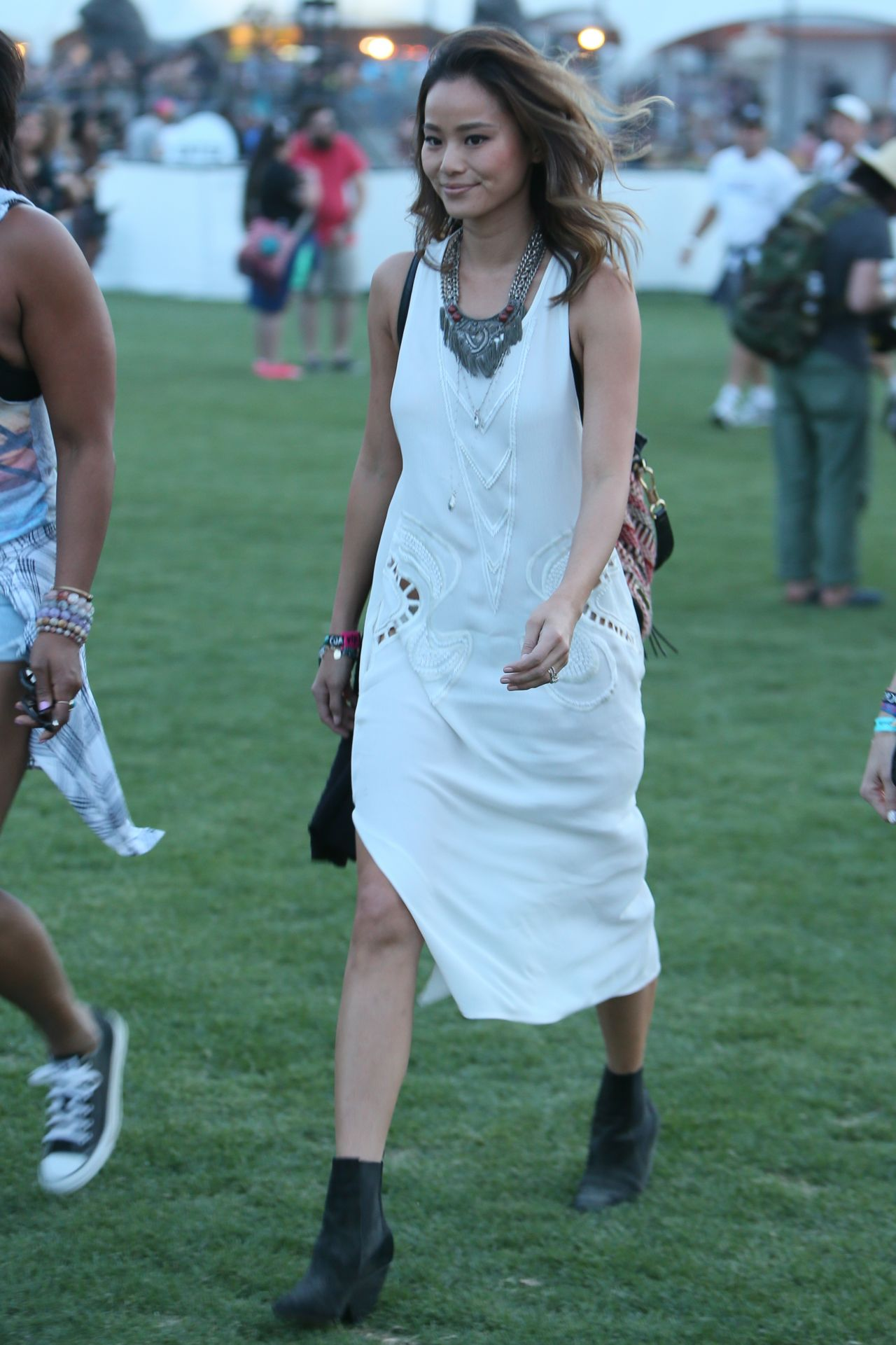 jamie-chung-2015-coachella-music-festival-in-indio-day-1_4