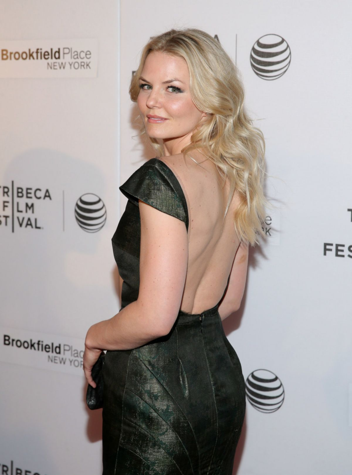 jennifer-morrison-attends-the-interference-premiere-in-new-york_4