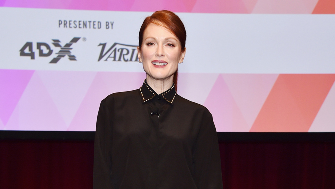 julianne-moore-in-givenchy-at-2015-cinemacon-2015