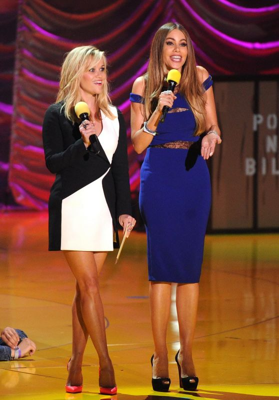 reese-witherspoon-sofía-vergara-2015-mtv-movie-awards-in-los-angeles_1_thumbnail