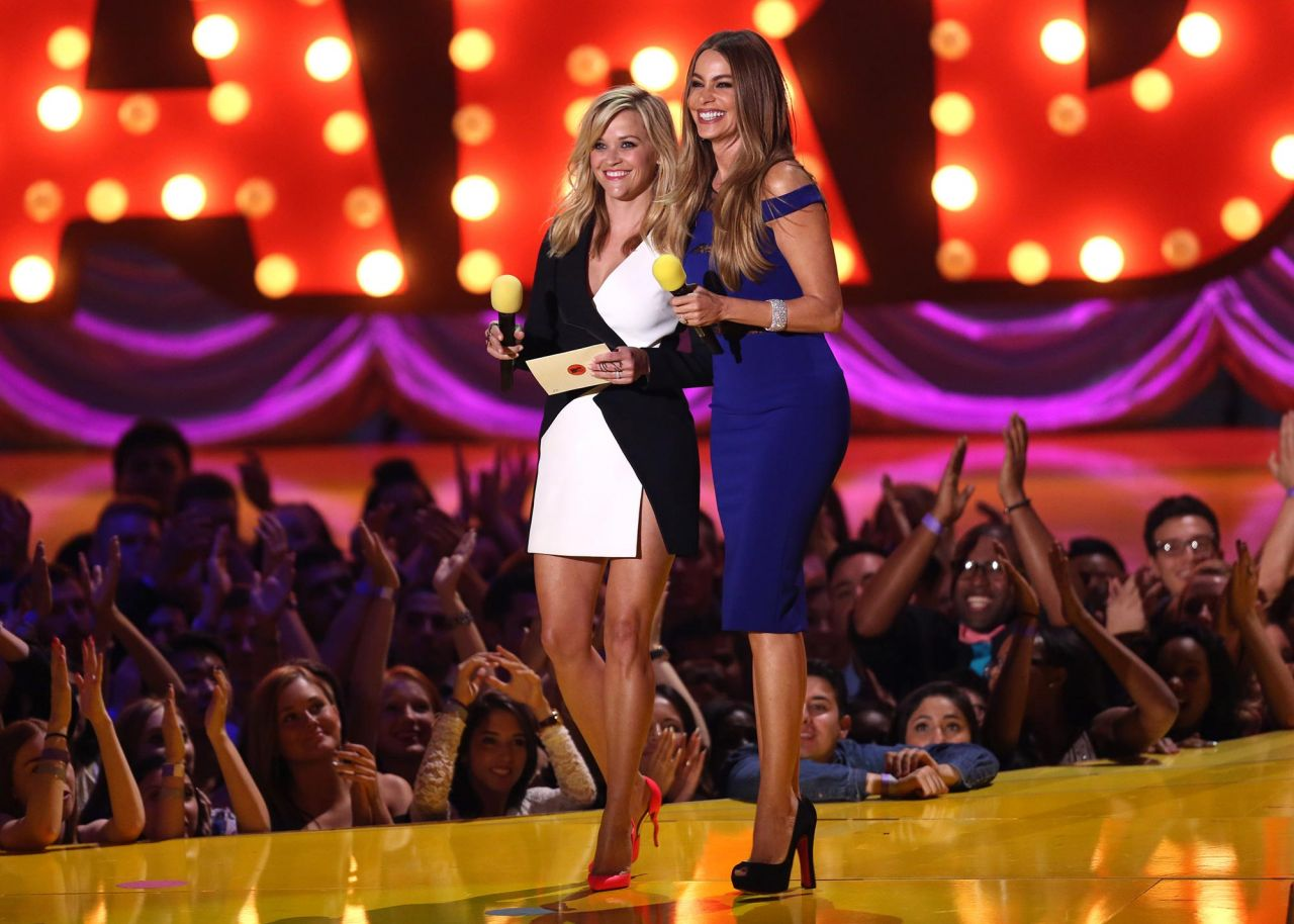 reese-witherspoon-sofía-vergara-2015-mtv-movie-awards-in-los-angeles_3-1