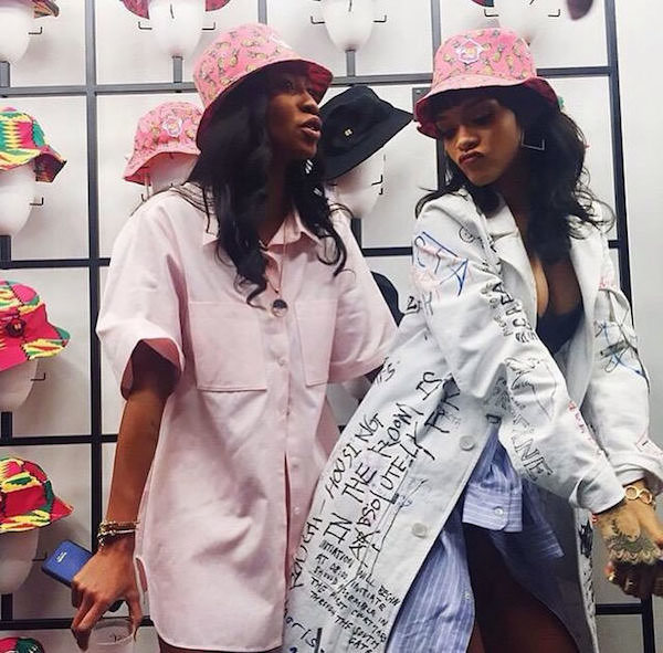 rihanna-melissa-forde-wrkng-title-lauch-pineapple-printed-hat