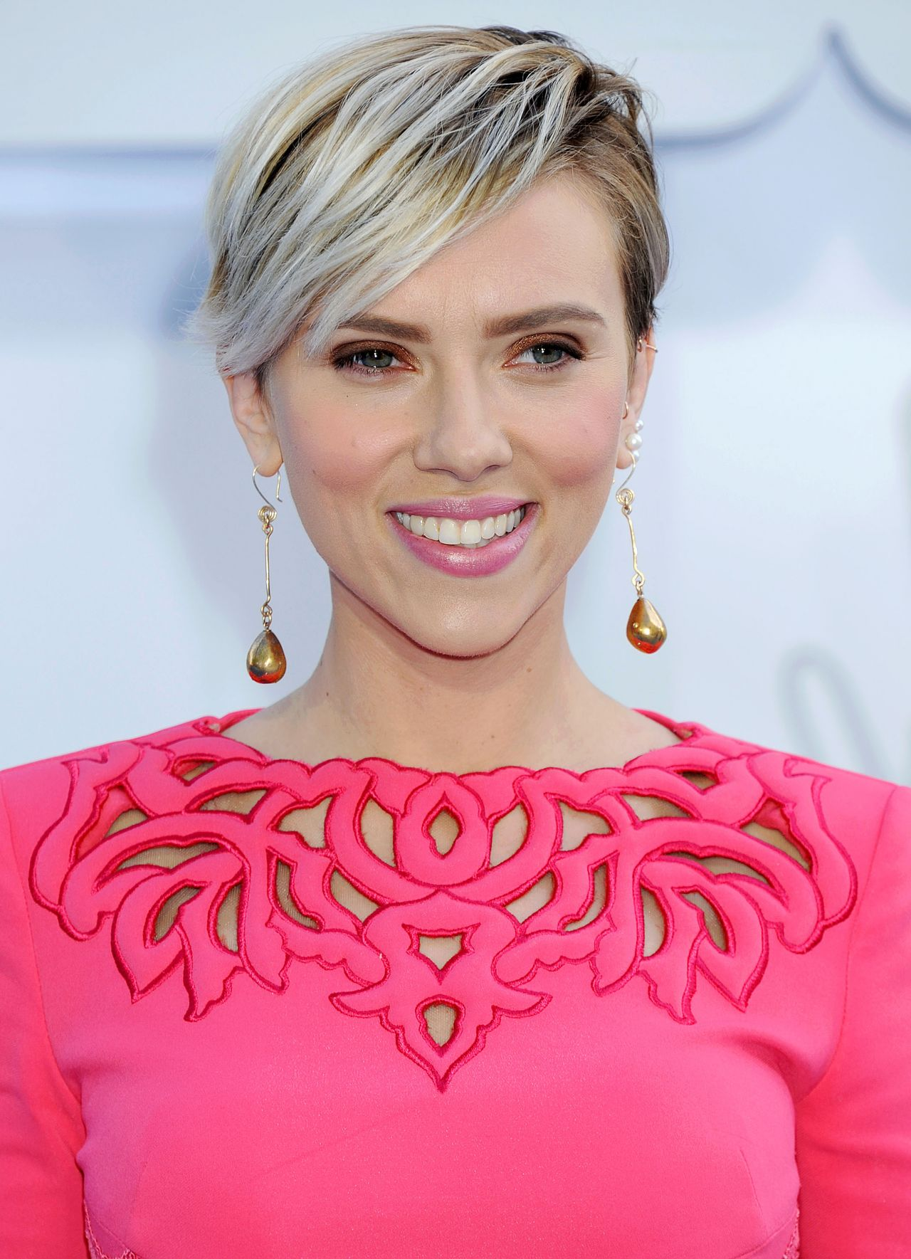 scarlett-johansson-2015-mtv-movie-awards-in-los-angeles_5
