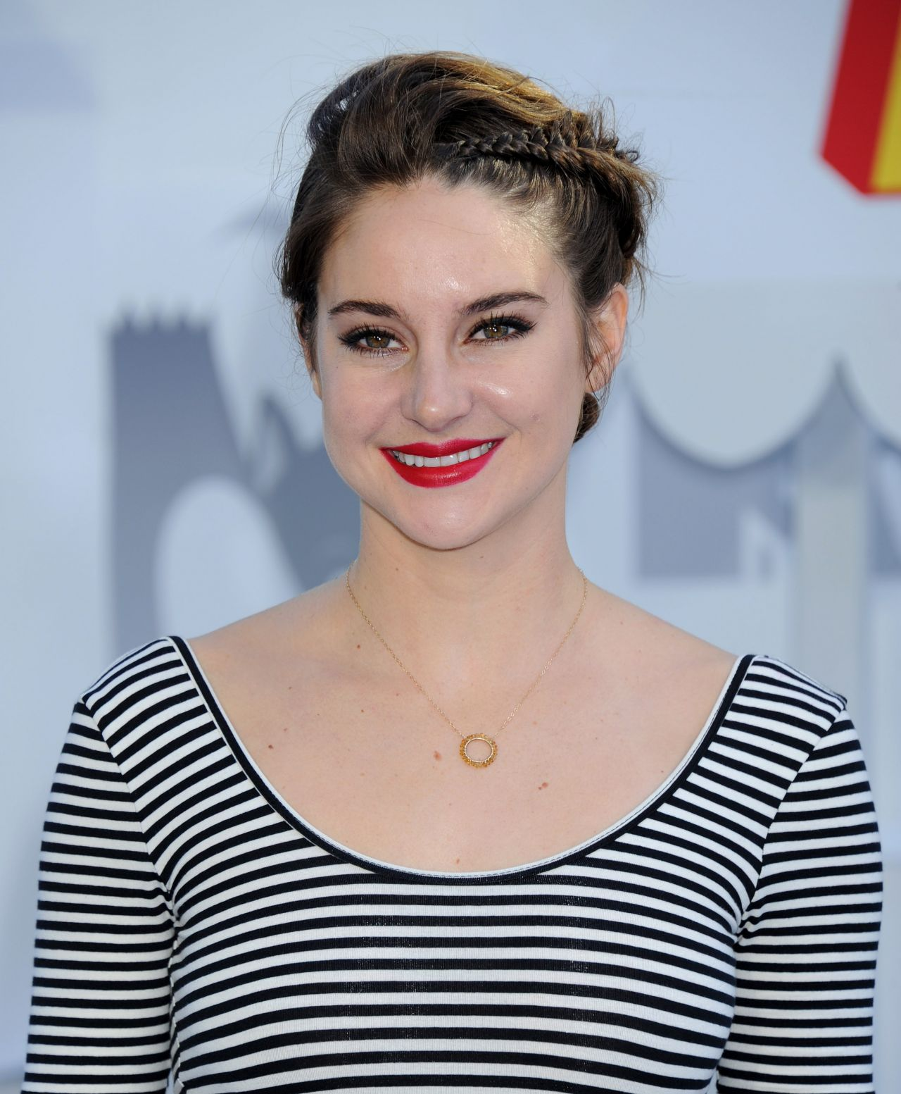 shailene-woodley-2015-mtv-movie-awards-in-los-angeles_10