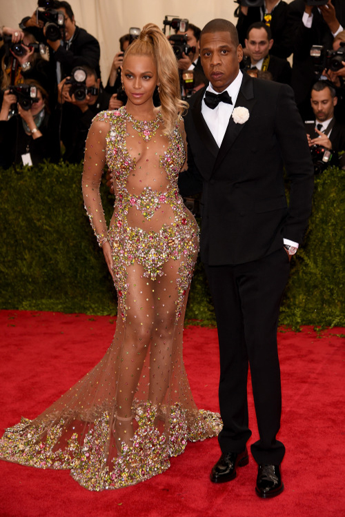 0-Beyonces-2015-Met-Gala-Costume-Institute-Ball-Givenchy-Haute-Couture-by-Riccardo-Tisci-Tulle-and-Stone-Embellished-Sheer-Gown-1