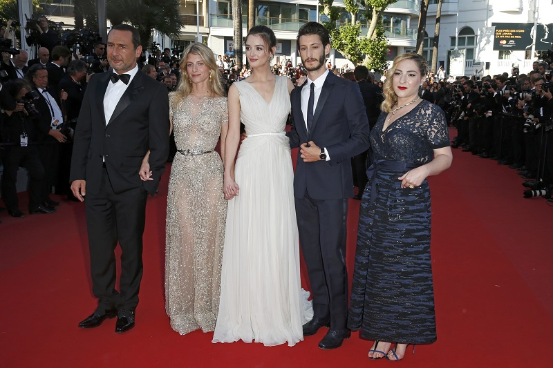 "(L-R) Voice actors Gilles Lellouche, Melanie Laurent, Charlotte Le Bon, Pierre Niney and Marilou Berry pose on the red carpet as they arrive for the screening of the animated film ""Inside Out"" (Vice Versa) out of competition at the 68th Cannes Film Festival in Cannes, southern France, May 18, 2015. REUTERS/Benoit Tessier"