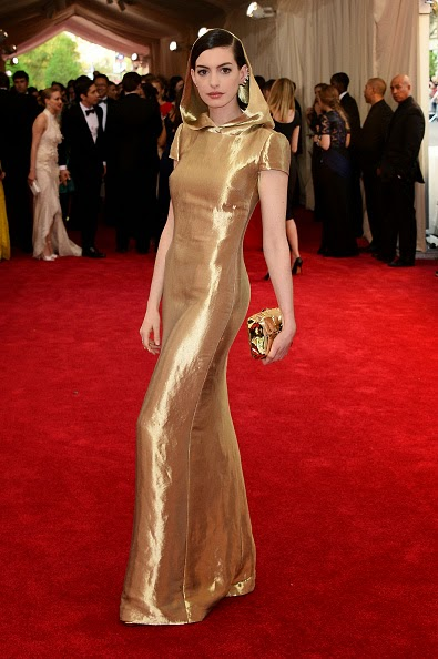 Anne-Hathaway-in-Ralph-Lauren-at-the-2015-Met-Gala