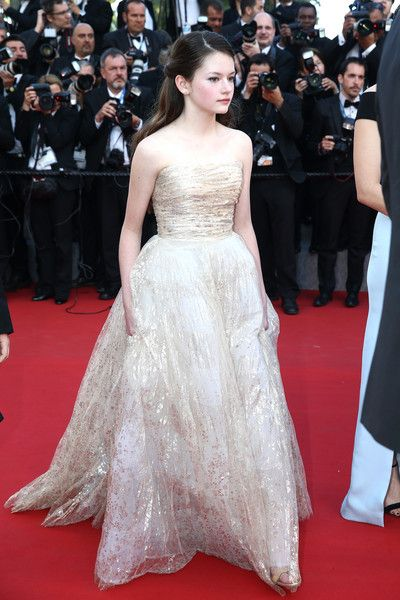 mackenzie-foy-in-oscar-de-la-renta-at-the-little-prince-68th-cannes-film-festival-premiere