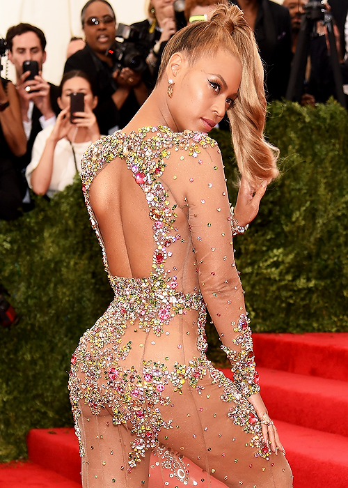 The-2015-Met-Gala-Titled-China-Through-the-Looking-Glass-givency-haute-couture-beyonce
