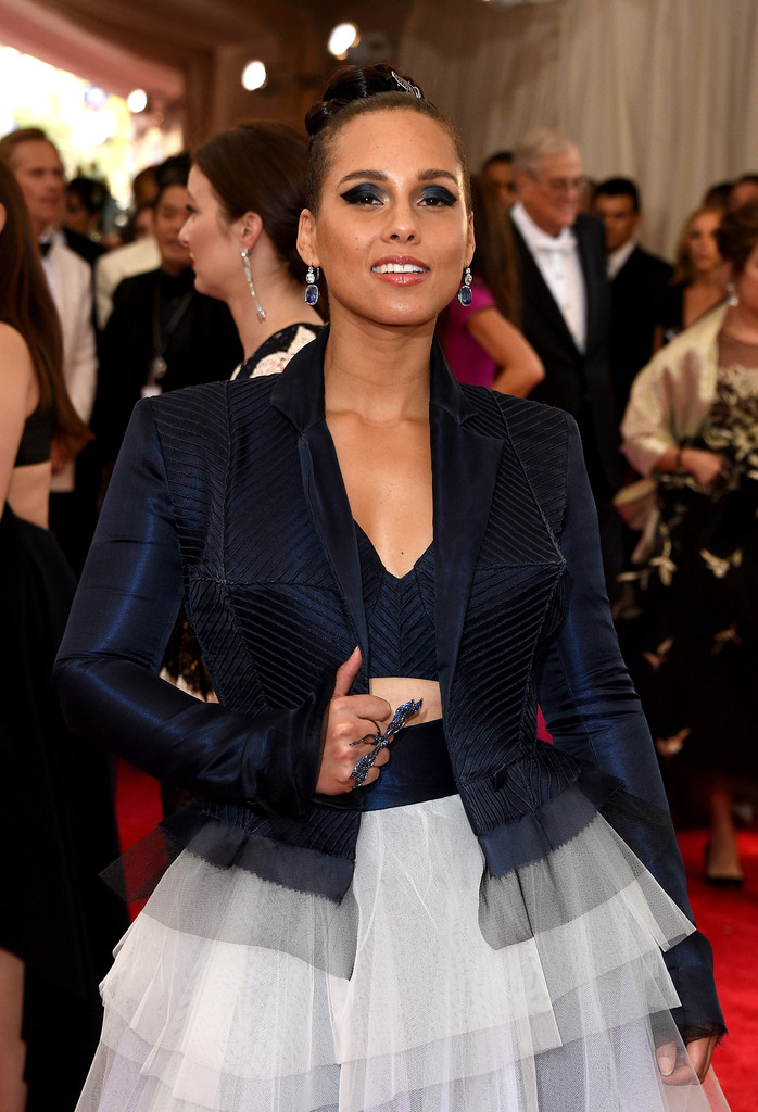 Alicia-Keys-2015-Met-Gala-Wearing-Jean-Paul-Gaultier-Couture-a