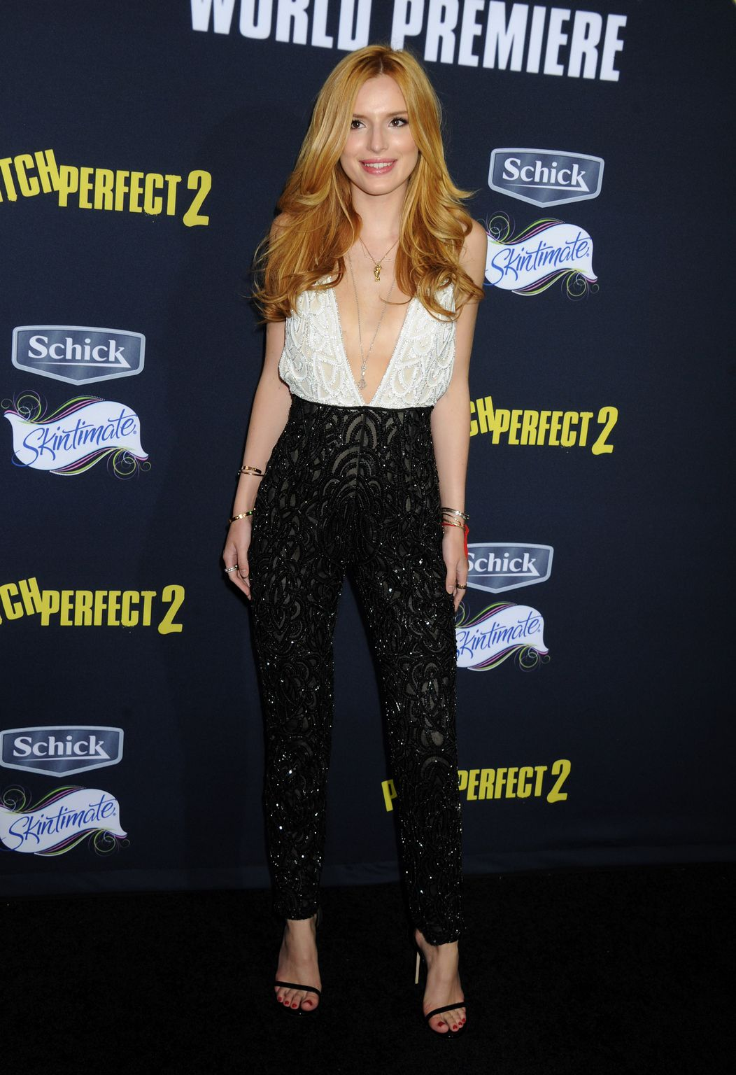 bella-thorne-in-naeem-khan-at-pitch-perfect-2-la-premiere