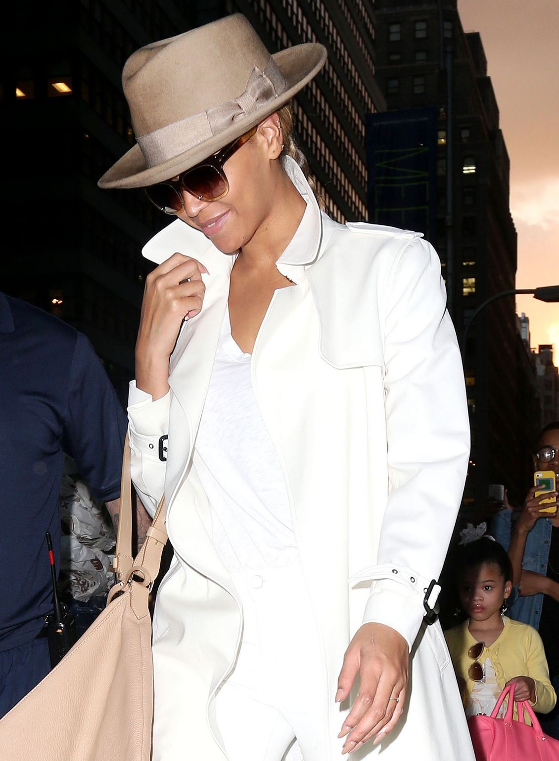 Beyonce-trench-coat-new-york