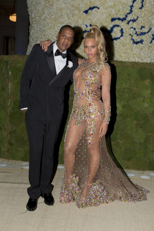 Beyonces-2015-Met-Gala-Costume-Institute-Ball-Givenchy-Haute-Couture-by-Riccardo-Tisci-Tulle-and-Stone-Embellished-Sheer-Gown-jay-z