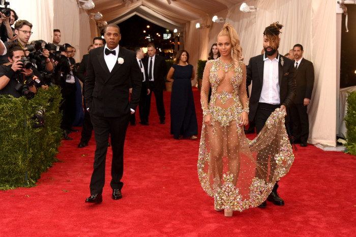 Beyonces-2015-Met-Gala-Costume-Institute-Ball-Givenchy-Haute-Couture-by-Riccardo-Tisci-Tulle-and-Stone-Embellished-Sheer-Gown1-700x466