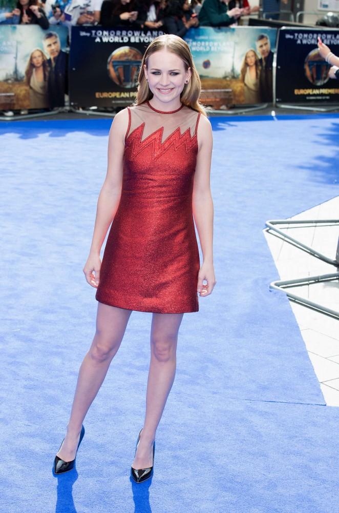 Britt-Robertson--Tomorrowland-UK-Premiere-