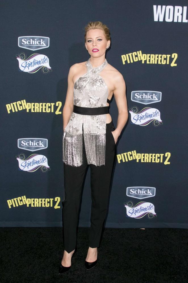 elizabeth-banks-in-marchesa-pitch-perfect-2-la-premiere