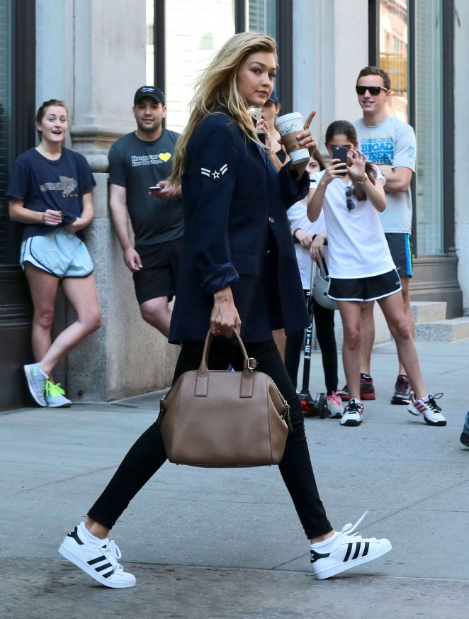 Gigi Hadid – Leaving Taylor Swift's Apartment in NYC