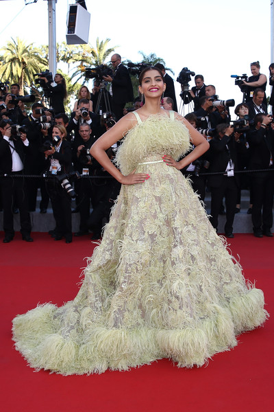 sonam-kapoor-in-elie-saab-couture-inside-out-cannes-film-festival-premiere