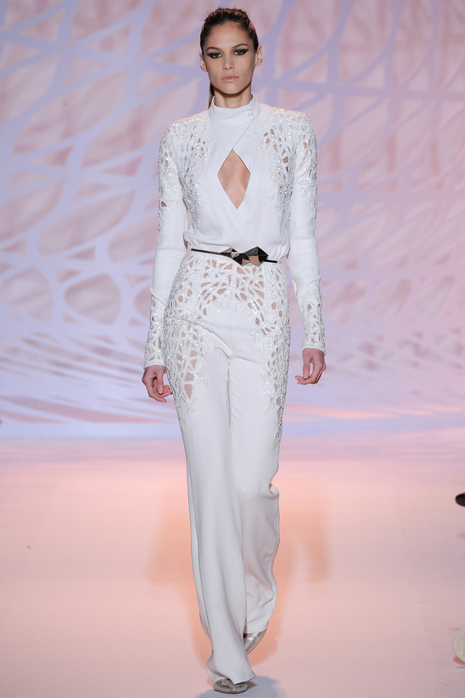 Jennifer-Lopezs-American-Idol-Zuhair-Murad-Fall-2014-Couture-Lace-White-Jumpsuit