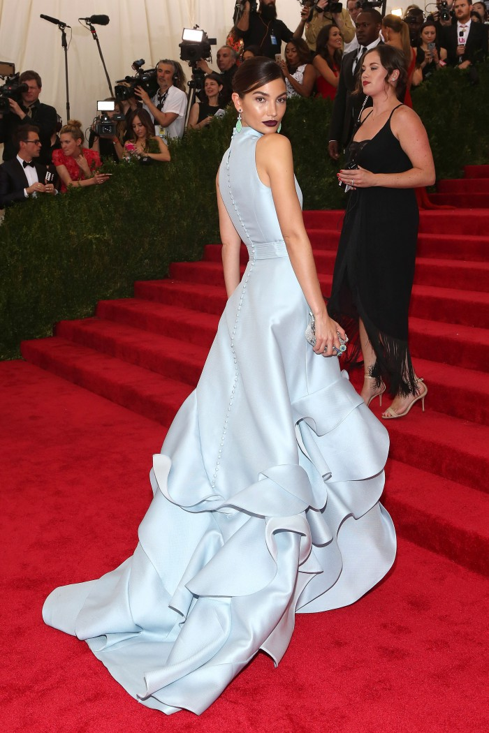 lily-aldridge-in-carolina-herrere-2015-met-gala