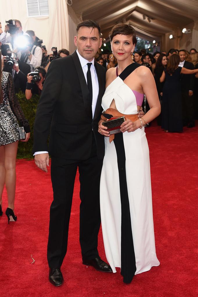 Maggie-Gyllenhaal-2015-Met-Gala-Wearing-Roland-Mouret-gown-