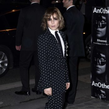 Noomi-Rapace-Givenchy-Fashion-Show-2015-02-662×992