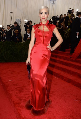 rita-ora-in-tom-ford-at-the-2015-met-gala