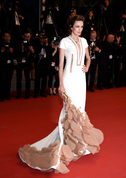nieves-alvarez-in-stephane-rolland-couture-shan-he-gu-ren-cannes-film-festival-premiere