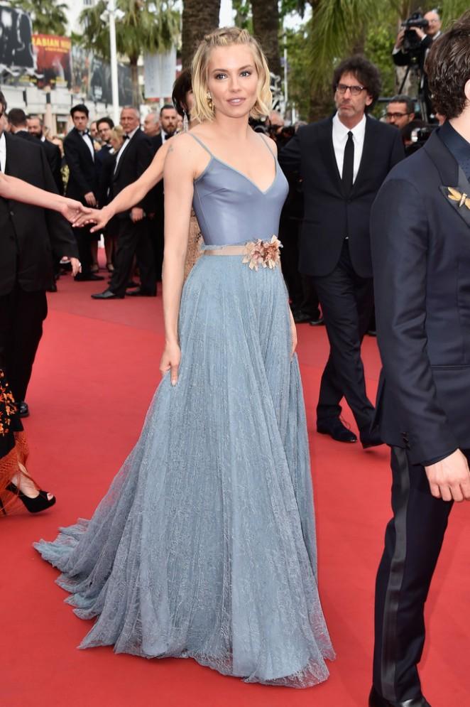 Sienna-Miller-Closing-Ceremony-and-Le-Glace-Et-Le-Ciel-Premiere-25-662×995-1